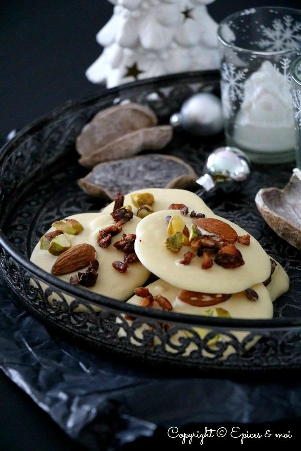 mendiants crus au chocolat blanc fruits secs et arilles de grenade vegan sans gluten pices. Black Bedroom Furniture Sets. Home Design Ideas