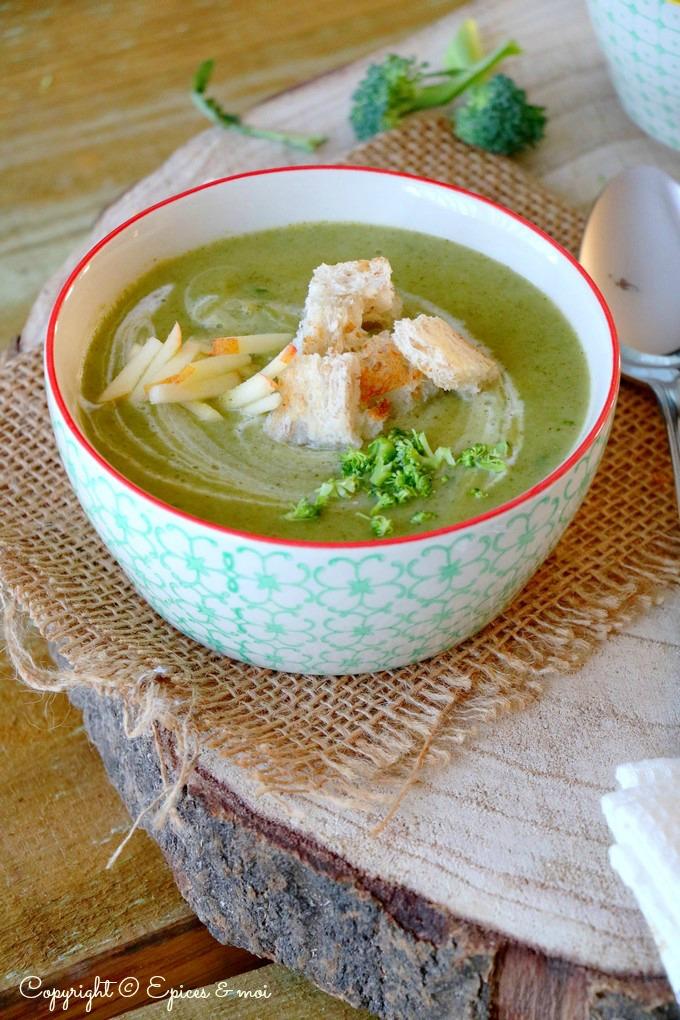 Epices & moi - Soupe de brocoli au lait de coco et à la pomme