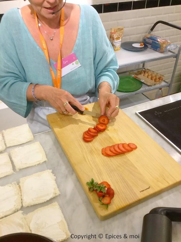 Epices & moi - Tranches fines de fraises avec le couteau à tomates