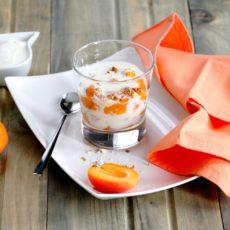Epices & moi - Verrines aux abricots gingembre, amandes caramélisées et yaourt au miel