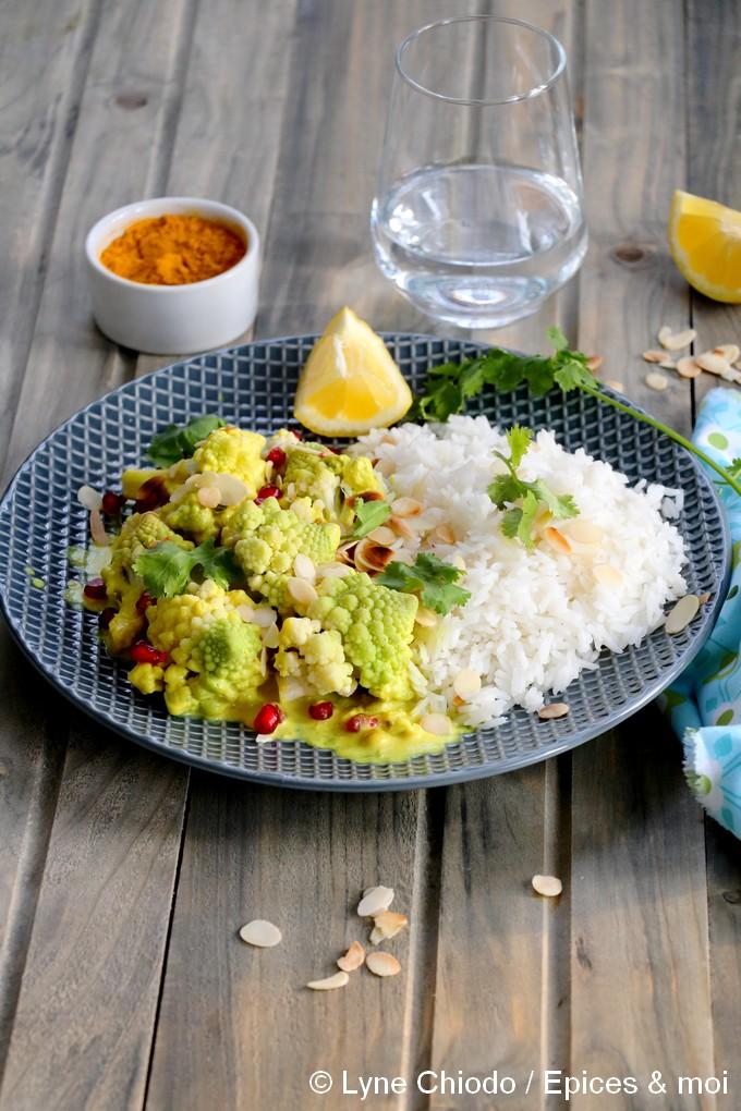 Epices & moi - Curry de romanesco à la citronnelle, grenade et amandes