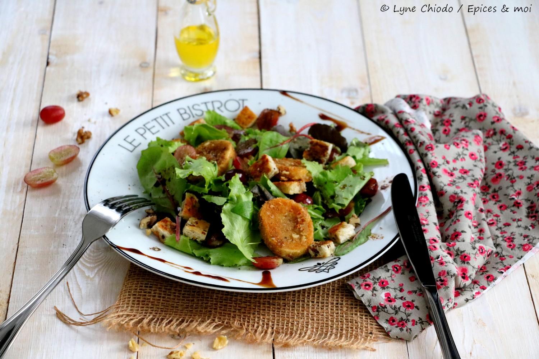 Recette - Salade tiède de raisins au balsamique et chèvre pané aux noix
