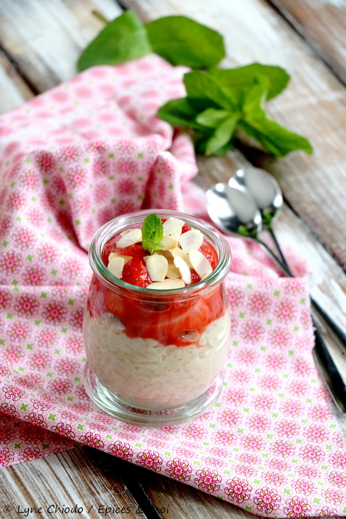 Epices & moi - Riz au lait d'amande et fraises rôties à la menthe