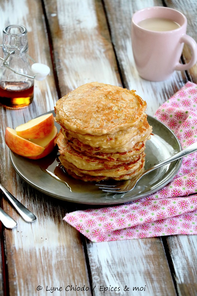 Epices & moi - Pancakes aux pommes râpées, yaourt & sirop d'érable
