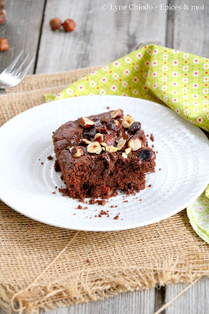 Epices & moi - Brownie au chocolat, cranberries et noisettes